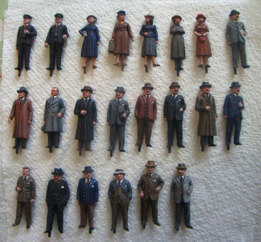 This nicely researched set of 1930s figures will populate the new diorama and will eventually form part of Andy Stadden's new 7mm set including several new standing female figures.