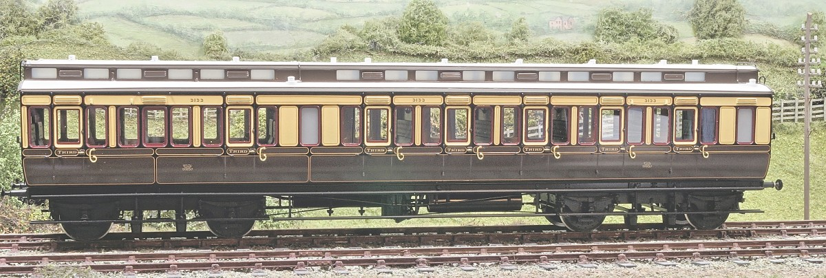 A Pre-production clerestory corridor third carriage in the 1898 livery.