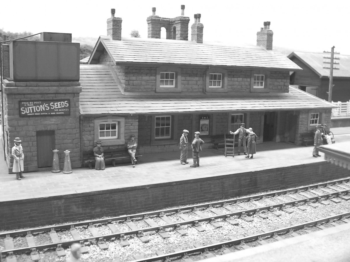 A clear study of the station's platform side, with figures and 'arched' chimney stacks.