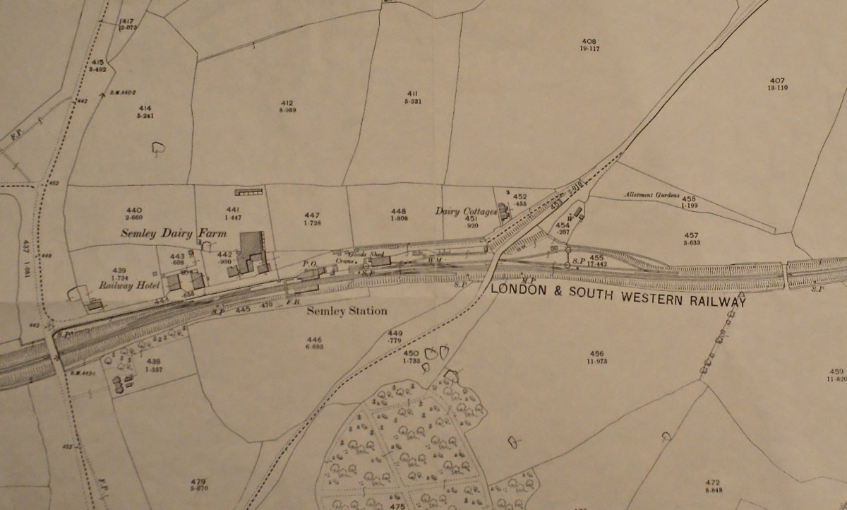 This 1901 OS map of Semley shows the quite easy field boundaries looking north over the station and dairy. The fields are numbered, and those are pigsties and a little food store for waste at the other end of field 441, just a little bit away from the other buildings!