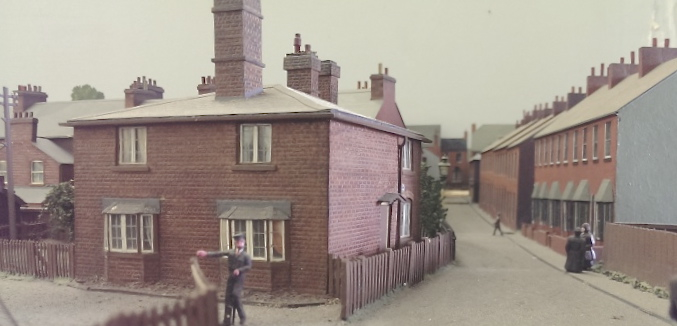 Superb forced perspective here. This is how it's done, even the chimney pots look right and the house back on the left is super real. It just goes to show what can be done with a bit of space allowance.