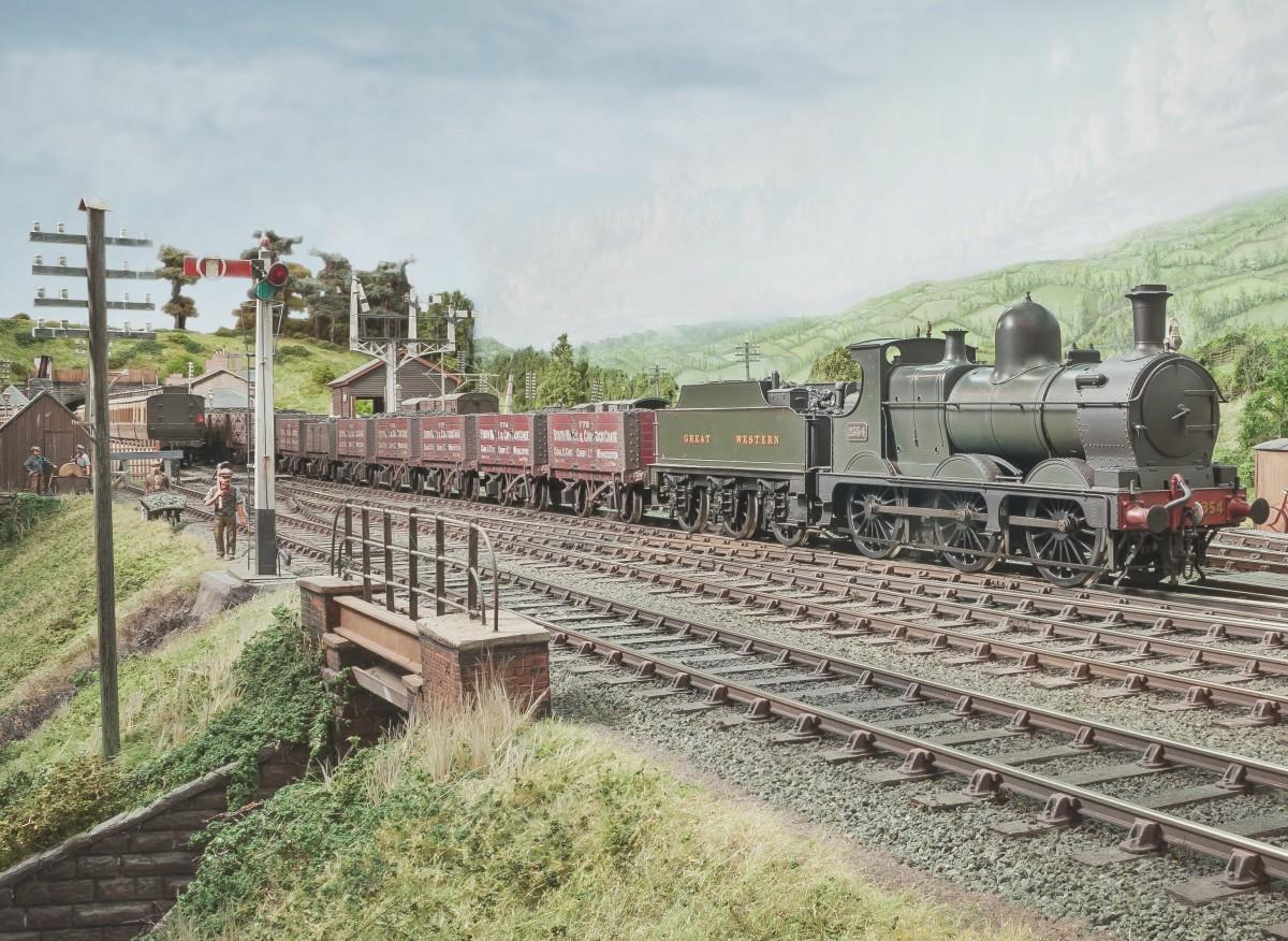 A super focus Bucks Hill image from Chris shows An 1884 built Dean Goods No 2354 on an up coal train.