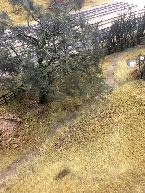 The boundary fence at the top of the cutting has seen better days. I will soon be doing a mockup for the 3D backscene, and it might be good to do the whole thing in lightweight alloy.